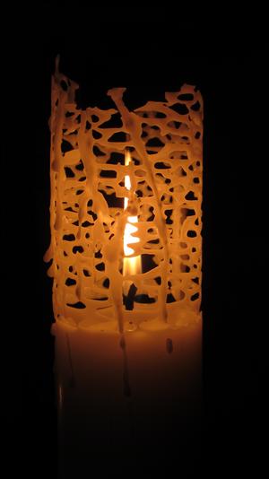 Bilden tagen av ett ljus i Domkyrkan...light shines through though trapped behind bars.