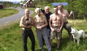 Kalendergubbarna i Ränningsvallen har gjort byn riksbekant.Arkivbild: Håkan Persson
