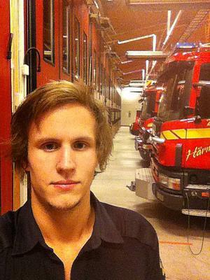 Marcus Abrahamsson från Frösön gör filmmusik, och utbildar sig till brandman på Sandö i Höga kusten.