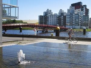 Ruffiga hamnkvarter har blivit ett modernt bostadsområde. Det blir spännande att se hur det blir på Hässlö när flygplatsen har lagts ner, anser signaturen En vanlig västeråsare. Foto: Yngve Fredriksson/arkiv