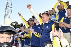 Sveriges förbundskapten Morgan Andersson och de andra i svenska ledningen har all anledning att jubla över det svenska silvret.