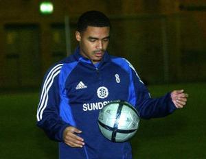 Owen Price, 20-åring från Tottenham provspelar med GIF.