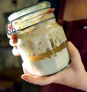 Surdegsbrödet är en av Silkes specialiteter.