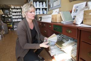 byggnadsantikvarien. Anette Wiström är skeptisk till tillsatserna i målarfärg och tror på de traditionella färgerna, som linoljefärg och äggtempera.Foto: Kenneth Hudd