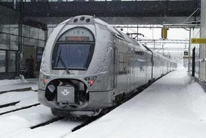 I kyla. Dubbeldäckarna - på bilden - och de mindre motorvagnarna mot Sala och Eskilstuna har tillbringat tid på verkstad på grund av snön. Därför ställs vissa tåg in. FOTO: PETER KRÜGER