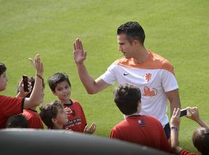 2.05 på Holland är spelbart. Robin van Persie är tillbaka mot Mexiko efter avstängning.