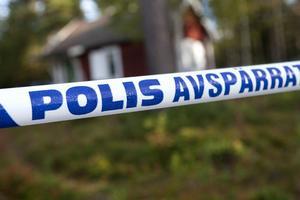Olycksplatsen är avspärrad i väntan på att polisens tekniska undersökning.