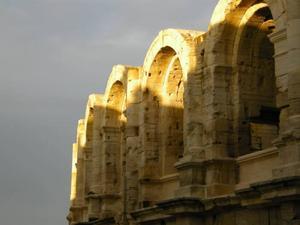 Den romerska amfiteatern i Arles.