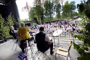 500 personer kom för att höra Trio mé Bumba som turnerat i 56 år.