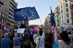 Nai är Ja, här demonstranter i Thessaloniki som vill ha kvar euron som valuta och säga ja till uppgörelsen.