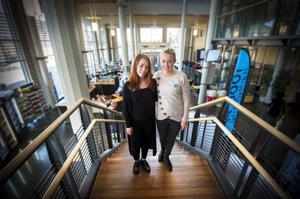 Anna Gudmarsdottern och Linnea Bångman tycker att nyutbildade sjuksköterskor ska kräva minst 24 000 kronor per månad.