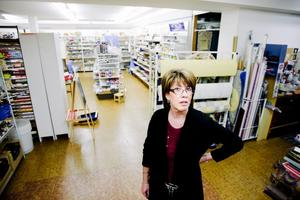 Petterssons Färg skiljer sig något från andra färgaffärer och det tror Anna-Lill Karlsson är en av anledningarna till att butiken klarat sig bra genom åren
