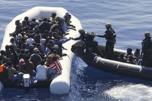 Många migranter. Inga Lantz skäms över sin rädsla över den höga invandringen. Foto: Matthias Schrader/AP/TT