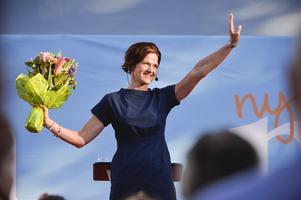 Anna Kinberg Batra talar i Almedalen under politikerveckan. När SD säger nej till Värdlandsavtalet så är det hon och Moderaterna som är de stora vinnarna.