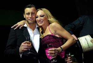 Charlotte och Nicola Perrelli skiljer sig.