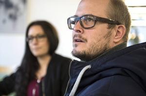 Marcus Nygren, här med hustrun Lotta, känner vemod inför försäljningen.