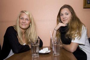 Café Stugan. Brita och Sofia.