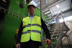 Mora krafitga expansion gjorde att E.on satsade i kommunen. Erik Gynd, chef E.on Sveland visade gästerna runt under invigningen.
