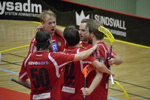 Granlospelarna jublar efter ett av Anton Samuelssons två mål.