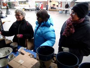 Agneta Andersson, Karin Jäverdahl och Brittmari Jonsson gjorde alla stora affärer denna helg under marknaden i Hammerdal.