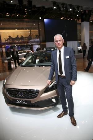 En stolt projektledare vid Volvos nya V40 Cross Country, som premiärvisas på bilsalongen i Paris. Håkan Abrahamsson kunde också meddela att orderingången är större än väntat.