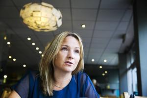Monica Lundin (FP) och övriga i alliansen la fram flera ändringar på hur barn- och bildningsnämnden ska kunna spara pengar.