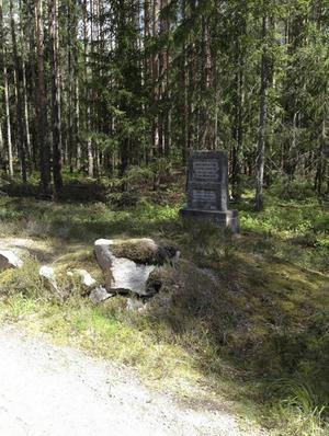 Hedesunda-Östervåla avrättningsplats på gränsen mellan Gävleborgs län och Uppsala län. Enligt en minnessten stenen skedde den sista kända avrättningen 1836, men på platsen avrättades även den sista kvinnan i Gävleborgs län år 1851.