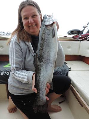 Susann Stolt, Siljansnäs med sin regnbåge som vägde 2 660 gram och fångades i Siljan.