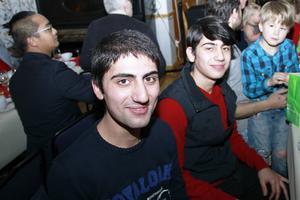 Ahmed och Jahled Fadel fanns vid ett av långborden.