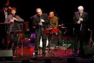 Pianisten Claes Cronas trio intog Gevaliasalen med tre klarinettisterna Ken Peplowski, Hector Bingert och Magnus Lindgren.