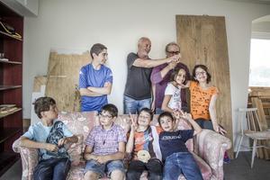 När vi besökte Konstkrafts design - och skulpturskola var sju barn där. I vanliga fall är de tolv.