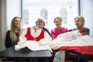 Nutid 2016    Marie Lander, Annika Termén, Berit Skjöld och Ditte Trenneby ses på ett café i Sundsvall och minns tillbaka på tiden på Nivrenaskolan.