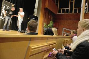 Lokala eldsjälar. Ledarna från Ungdomsgården C 2 fanns på plats bland publiken, liksom nattvandrarna i Hallsberg.