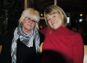 46-åriga Ulla Andersson (till höger) kommer på nytt att toppa Vänsterpartiets riksdagslista. Bredvid henne Yvonne Oscarsson som är andra namn på listan.