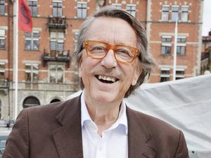 Kjell Lönnå, 79 år, körledare:       – Svar nej, det har jag aldrig gjort. Hade det blivit så skulle jag nog försöka associera mig med något gäng som hjälper hemlösa.