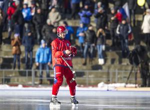 Sergej Lomanov fick en smäll under torsdagens träning. Enligt Vänersborgs tränare Stefan Karlsson är det ingen fara med stjärnspelaren.