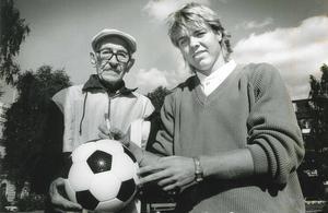 Bertil Ericsson tillsammans med Tomas Brolin – Danskdödare han också i EM 1992 i Sverige. Och sedan en av världens bästa spelare under VM i USA 1994.