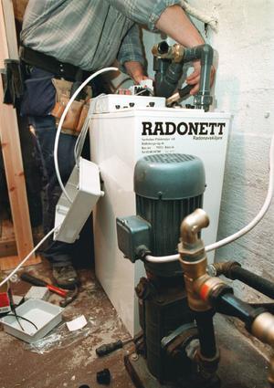 Radonavskiljare installeras.