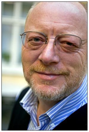 Involverad. Bengt Jangfeldt har ägnat många år åt rysk litteratur och kände personligen många i Majakovskijs krets. Nu kommer hans biografi – den första stora som skrivits om Majakovskij.