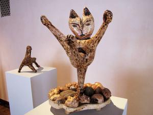 Som de flesta skulpturer är katten i ett enda stycke, där grenarnas placering ger den en perfekt balans.