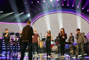 Idolerna på plats. Igår intog 2x Amanda, André, Moa, Robin och Molly Läkerol Arena. Vem tvingas lämna gänget?