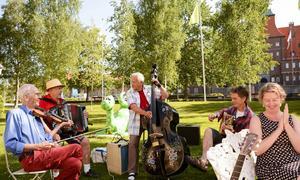 Olle Hemmingsson, Rolf Göransson, Börje Bengtsson och Janne Hemmingsson tillsammans med årets stipendiat Linda Forss.