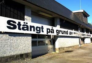 I flera år visade Olle Olsson sitt missnöje över myndigheternas agerande. Skylten i Åsarna blev riksbekant.