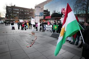 Demonstration på Stortorget mot den turkiska arméns attack i Sirnak.