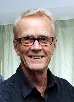 Bokhandlaren Lennart Bergström vill med höstbokmässan, som är den första lokala bokmässan i Sverige, så ett frö till en återkommande litteraturfestival i Sundsvall.