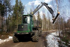 Intresset för Skotar-SM är stort bland skogsmaskinförare. Vid uttagningstävlingen i Alfta under fredagen deltog 12 förare från olika platser i mellersta delen av landet.