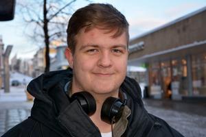 Emil Eriksson, Nötbolandet:– Nja, inte precis. Inte min morsa eller min mormor i alla fall. De kör ungefär lika som min pappa – och han är körskollärare.