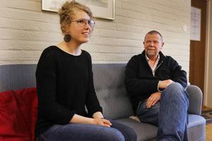 Josefina Hilding har varit anställd sedan i julas, för att arbeta med EU-migranter. Kyrkoherde Börje Viklander i Östersunds församling har lett arbetet.