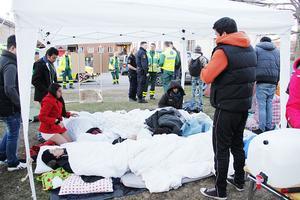 BÖR FÅ STANNA. Hungerstrejkande utanför Migrationsverket i Gävle.