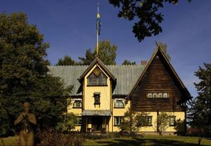 Zorngården, som konstnären själv ritade, är fylld av fiffiga lösningar och den tidens senaste teknik. Sedan Emma Zorns död 1943 är den öppen för allmänheten.Foto: Lars Hallén (beskuren)